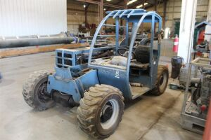 Genie GTH-5519 Tele-Handler Forklift - Boom Has Been Removed For Internal Repairs - Leaking Rams - Difficult to Steer - FOR PARTS OR REPAIRS